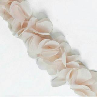 Шифоновые лепестки на ленте светло-персиковые с округленными лепестками 45см