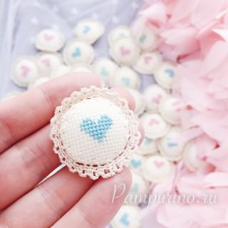 """Вязанная фишка с вышивкой """"сердечко"""" голубое"""